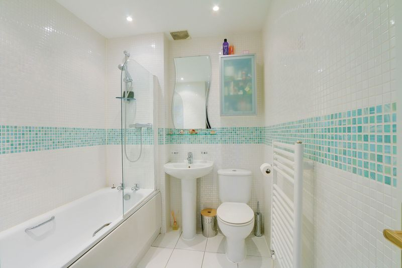 4 bed House for sale in Greenacres - Family Bathroom (Property Image 11)