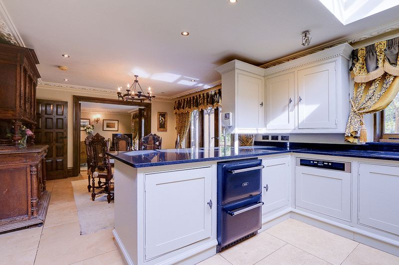 4 bed house for sale in Nork Way  - Property Image 6