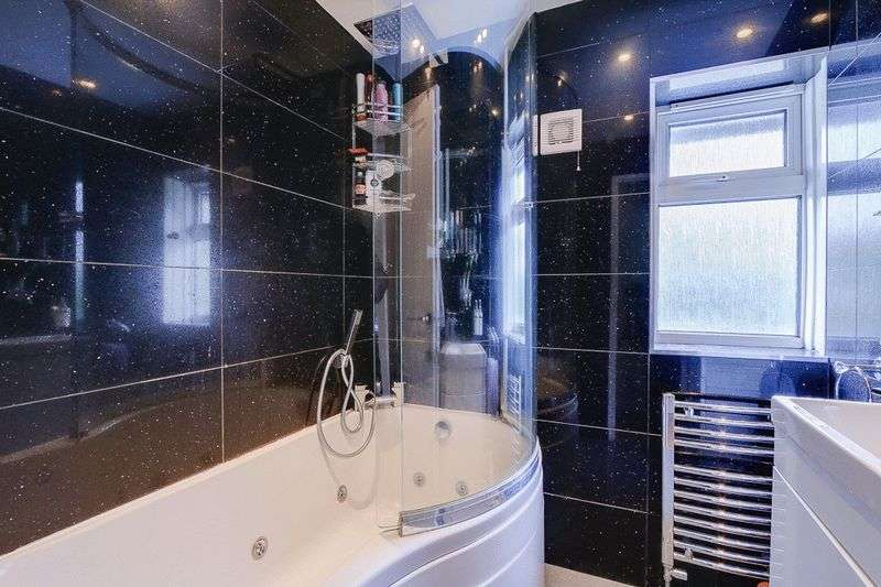 3 bed House for sale in Gale Crescent - Family Bathroom (Property Image 10)