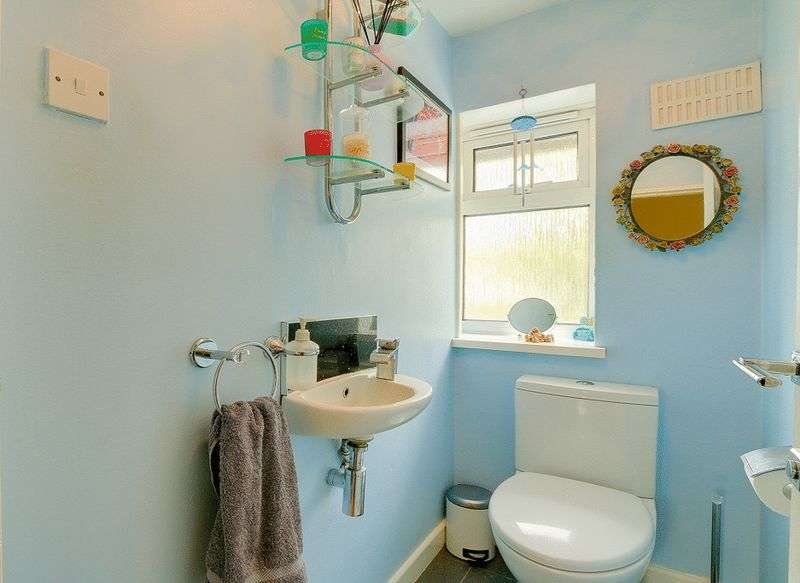 3 bed House for sale in Gale Crescent - Cloakroom (Property Image 11)