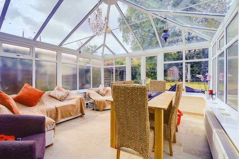 3 bed House for sale in Gale Crescent - Conservatory (Property Image 5)