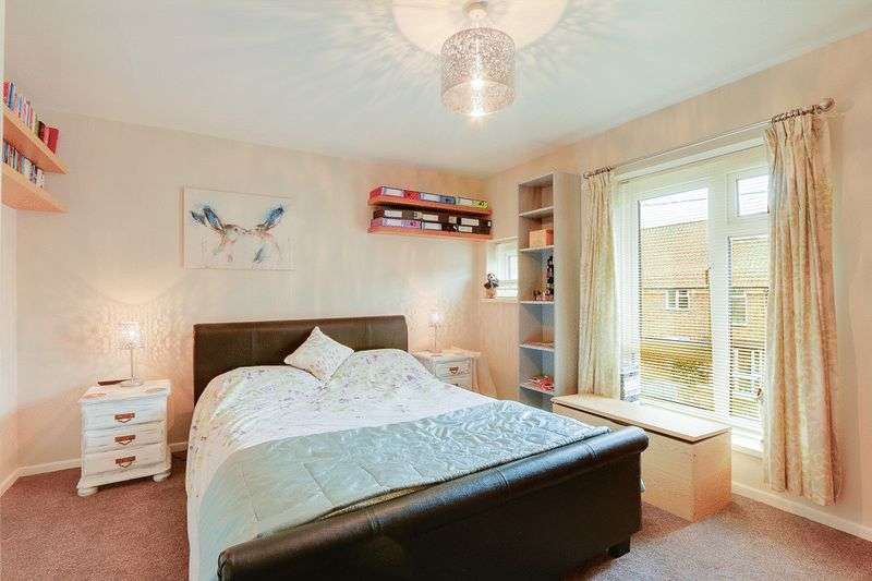 3 bed House for sale in Gale Crescent - Master Bedroom (Property Image 6)