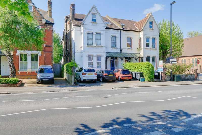 1 bed flat to rent in Croham Road - Property Image 1