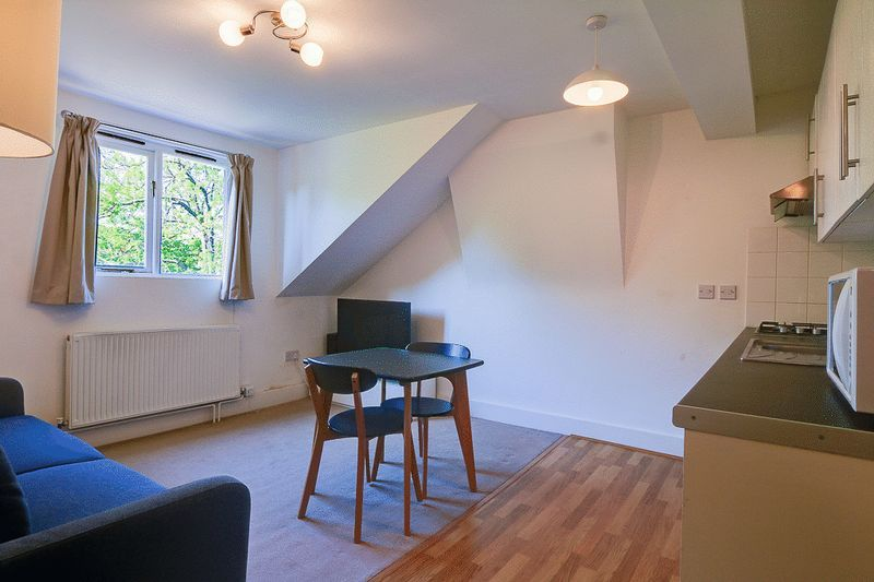 1 bed Flat to rent in Croham Road - Lounge / Diner (Property Image 1)