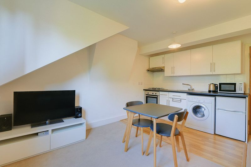 1 bed Flat to rent in Croham Road - Lounge / Diner (Property Image 2)