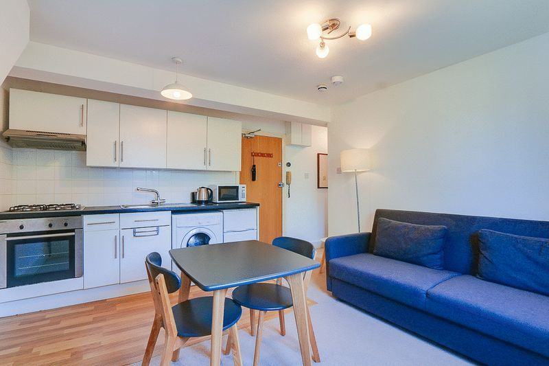 1 bed Flat to rent in Croham Road - Lounge / Diner (Property Image 3)