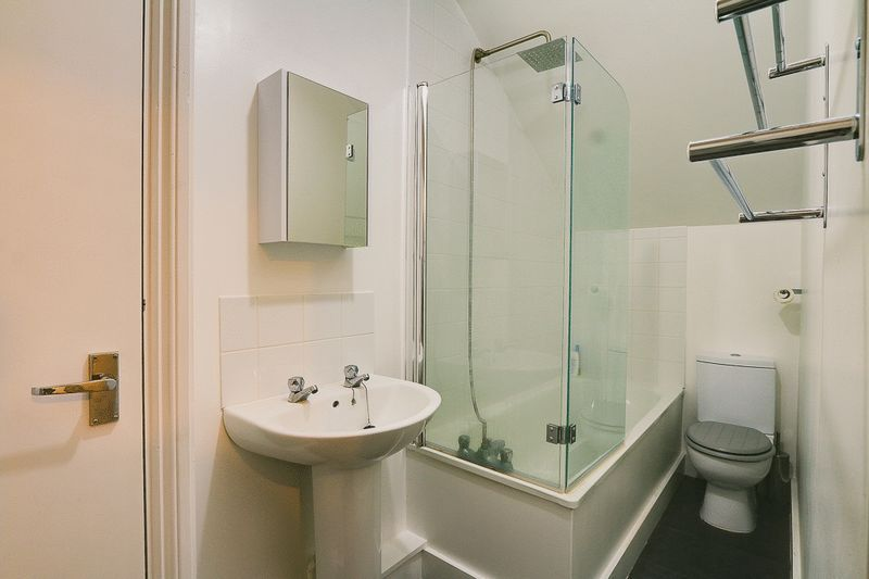 1 bed Flat to rent in Croham Road - Bathroom (Property Image 5)