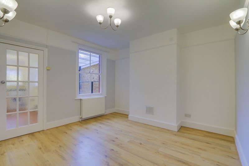 2 bed house to rent in Oakdale Road  - Property Image 4