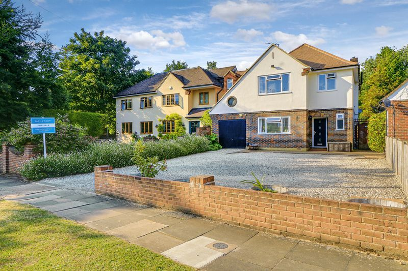 4 bed house for sale in Downs Way Close - Property Image 1