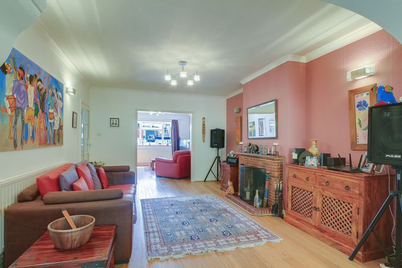 4 bed house for sale in Downs Way Close  - Property Image 5