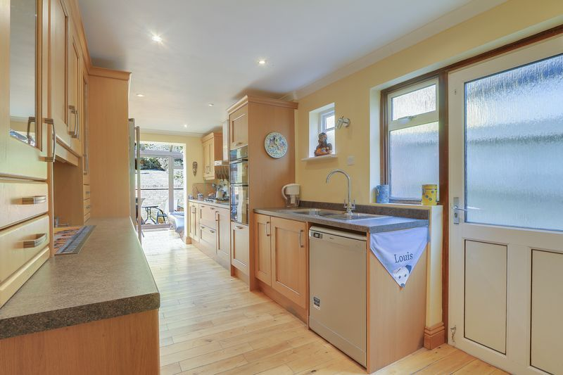 4 bed house for sale in Downs Way Close  - Property Image 9