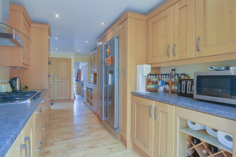 4 bed house for sale in Downs Way Close  - Property Image 10