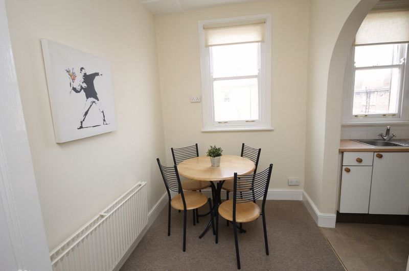 1 bed Flat to rent on Pembroke Road - Property Image 2