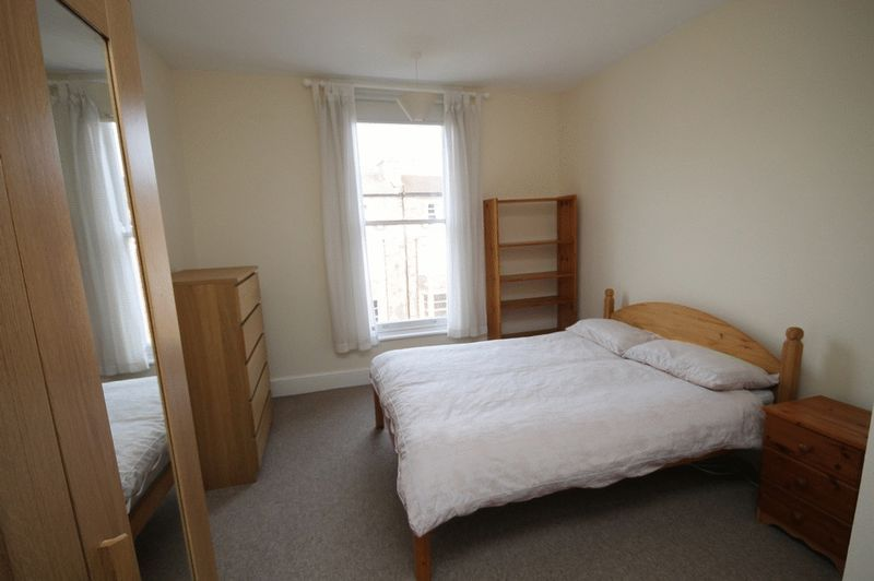 1 bed Flat to rent on Pembroke Road - Property Image 3