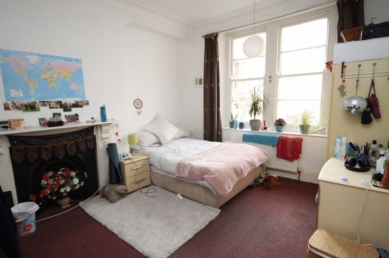 5 bed flat to rent in Clifton Park Road  - Property Image 3