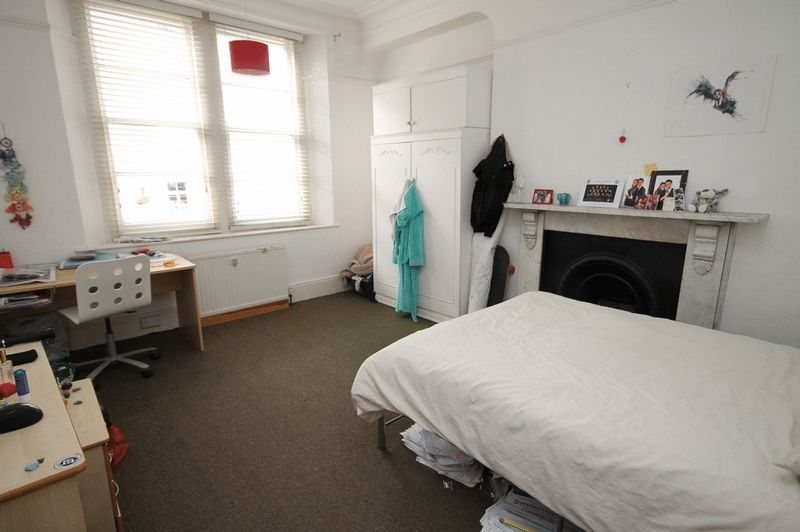 5 bed Flat to rent on Clifton Park Road - Property Image 4