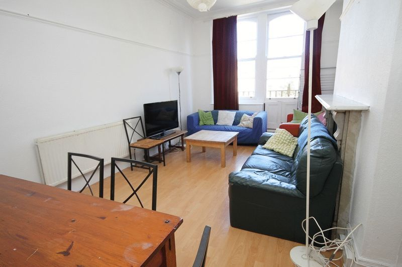 5 bed Flat to rent on Clifton Park Road - Property Image 7