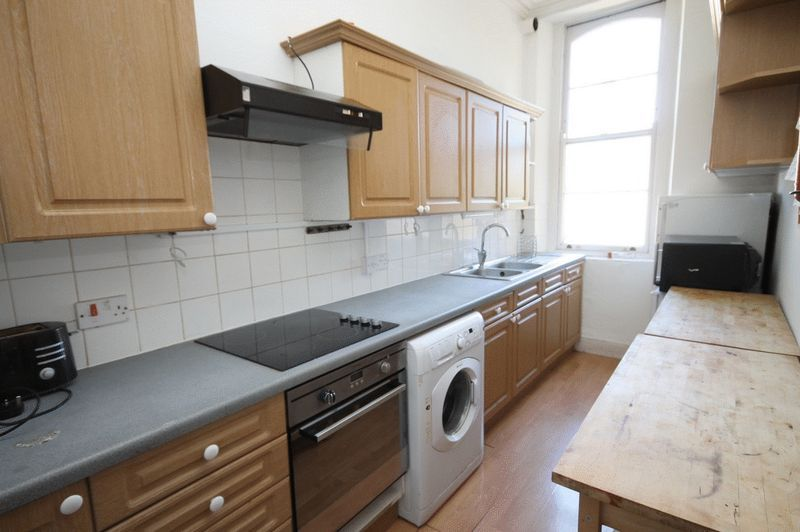 5 bed flat to rent in Clifton Park Road  - Property Image 8