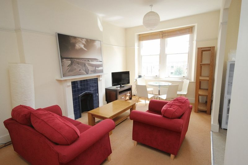 2 bed Flat to rent on Clifton Park Road - Property Image 1