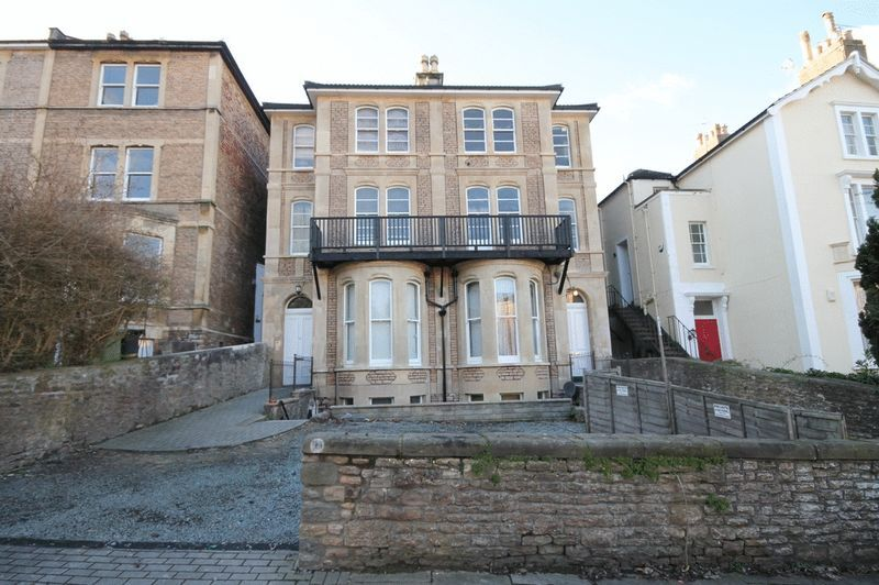 3 bed flat to rent in Clifton Park Road - Property Image 1