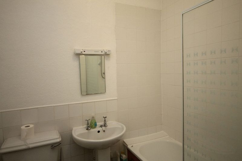 3 bed flat to rent in Clifton Park Road  - Property Image 4
