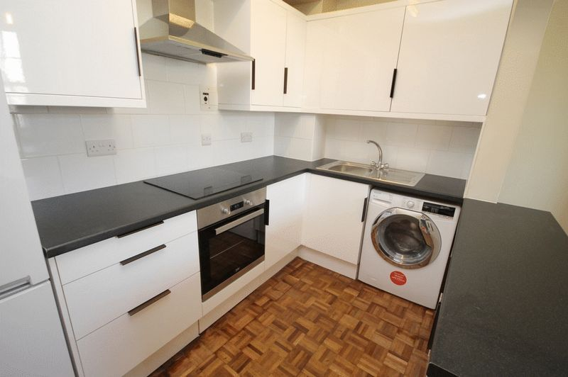 2 bed house to rent in Worrall Road  - Property Image 2