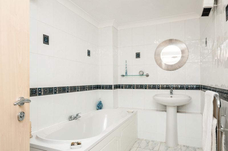 3 bed Flat for sale on Portland Court, Cumberland Close, - Property Image 11