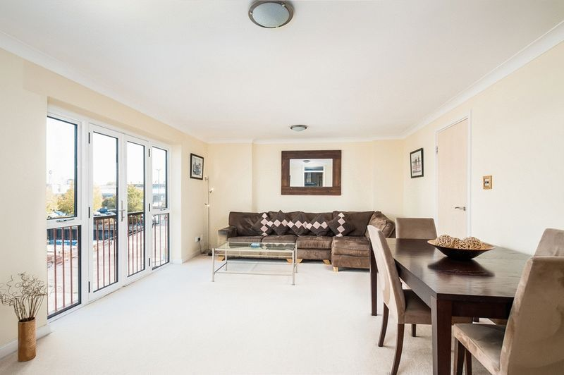 3 bed flat for sale in Portland Court, Cumberland Close,  - Property Image 4