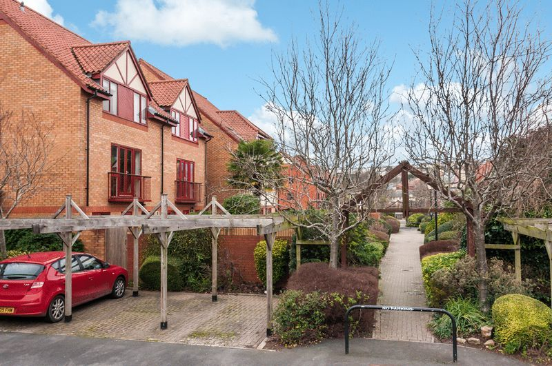 2 bed House for sale on Canada Way - Property Image 11