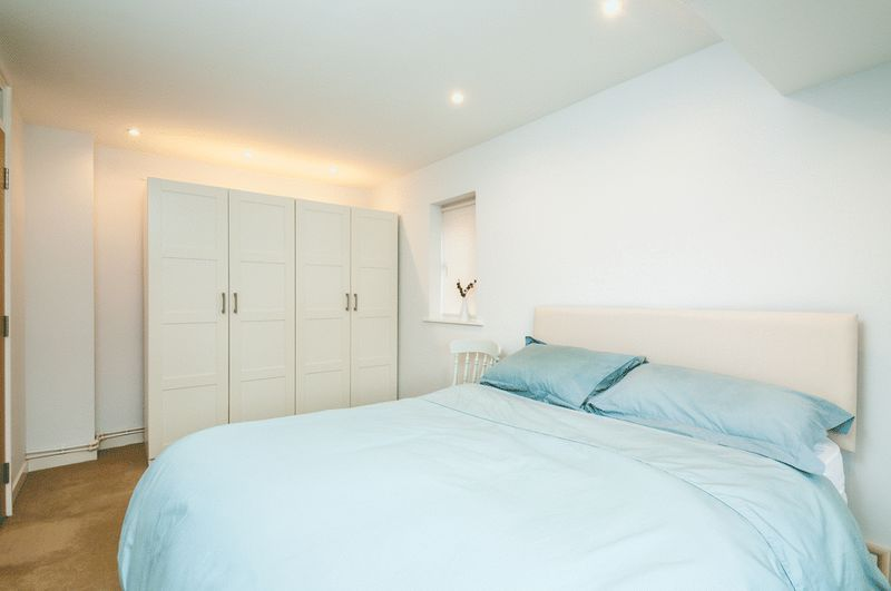 2 bed House for sale on Canada Way - Property Image 7