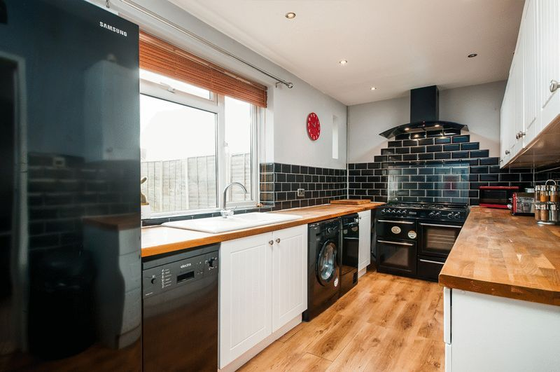 3 bed House for sale on Camborne Road - Property Image 2