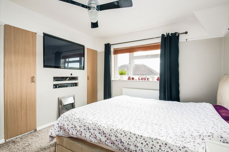 3 bed House for sale on Camborne Road - Property Image 4