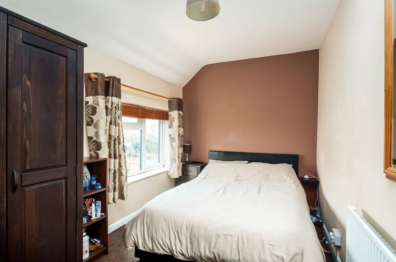3 bed House for sale on Camborne Road - Property Image 5