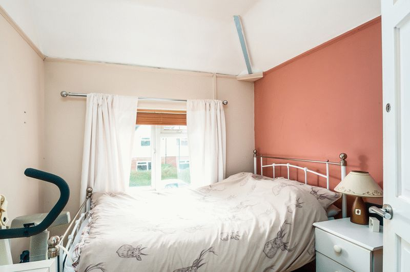3 bed House for sale on Camborne Road - Property Image 6