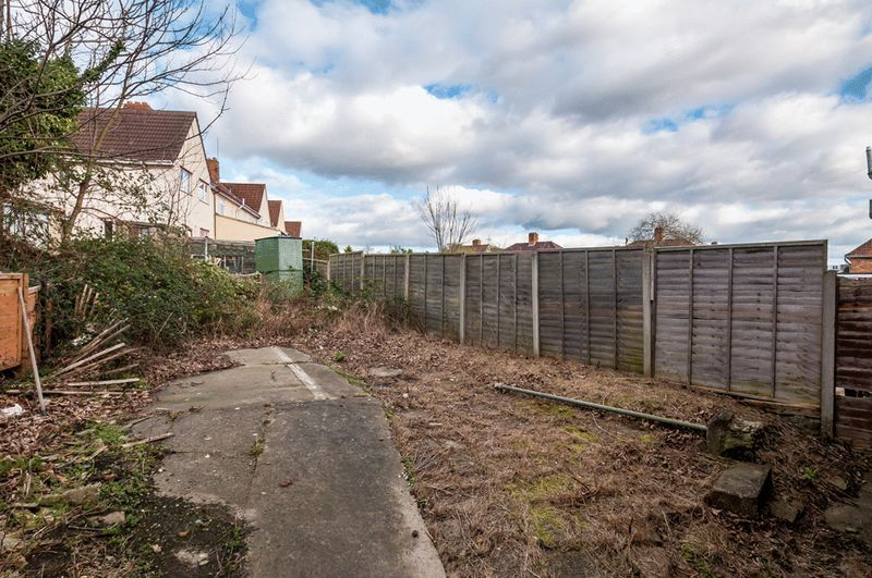 3 bed House for sale on Camborne Road - Property Image 8