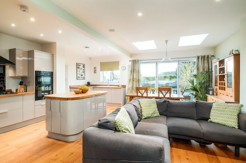 4 bed House for sale on Arbutus Drive - Property Image 2