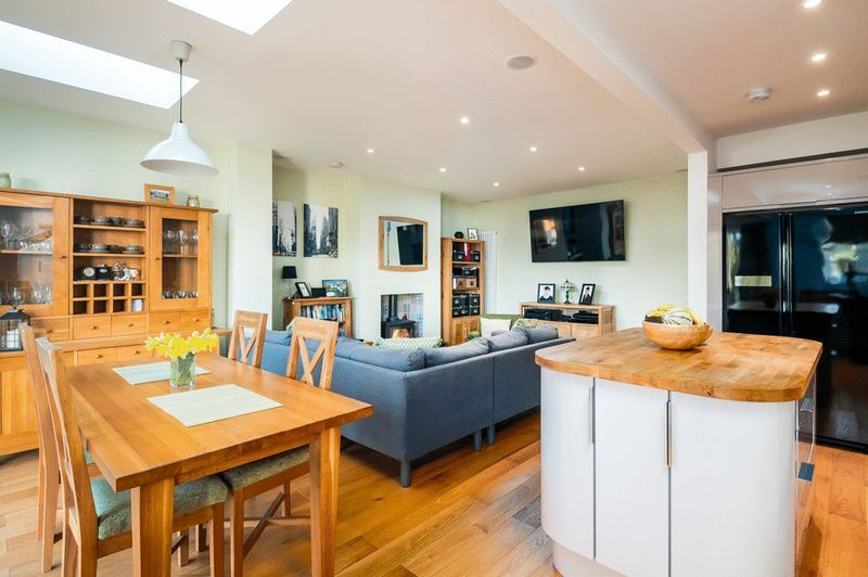 4 bed house for sale in Arbutus Drive  - Property Image 3