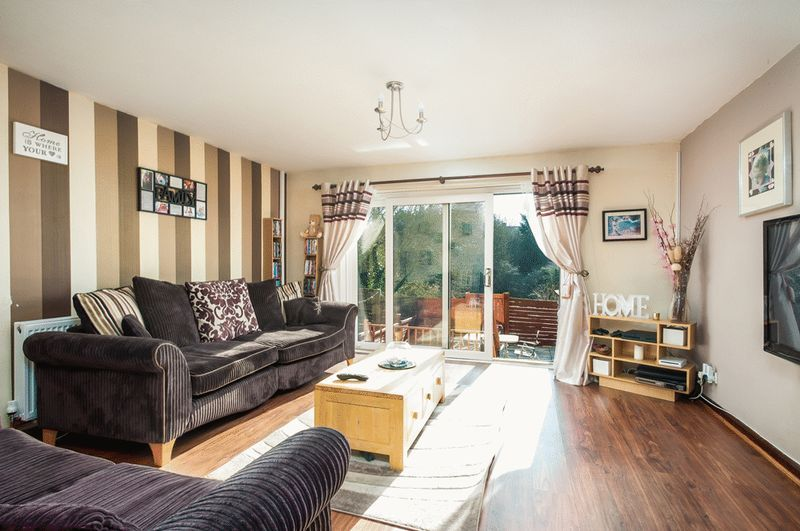 3 bed House for sale on Meg Thatchers Green - Property Image 1