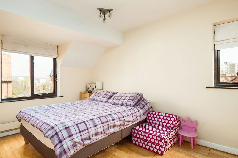 2 bed House for sale on Canada Way - Property Image 6