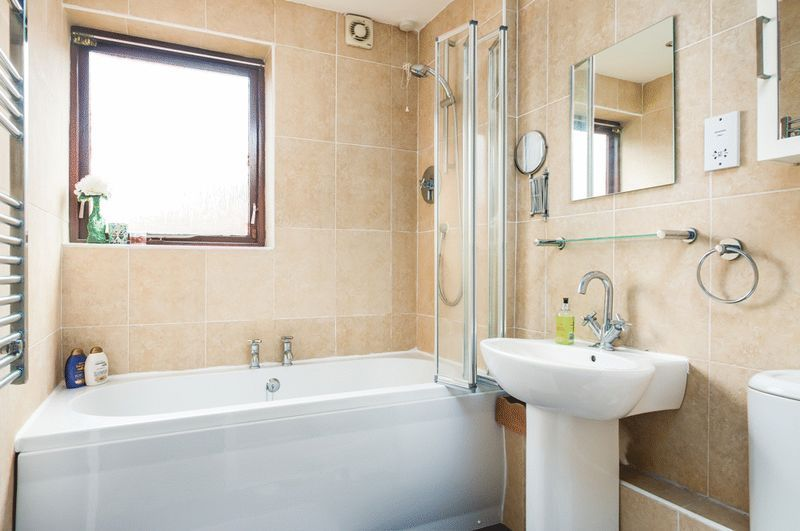 2 bed House for sale on Canada Way - Property Image 8