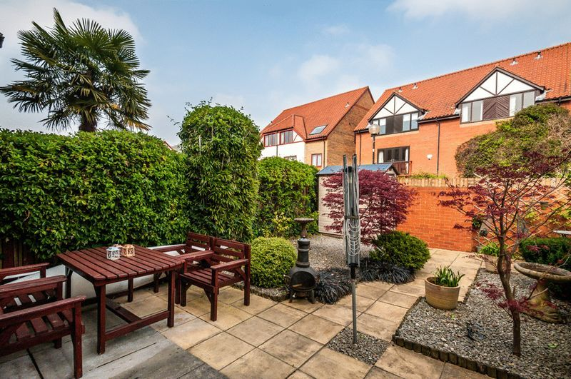 2 bed House for sale on Canada Way - Property Image 10