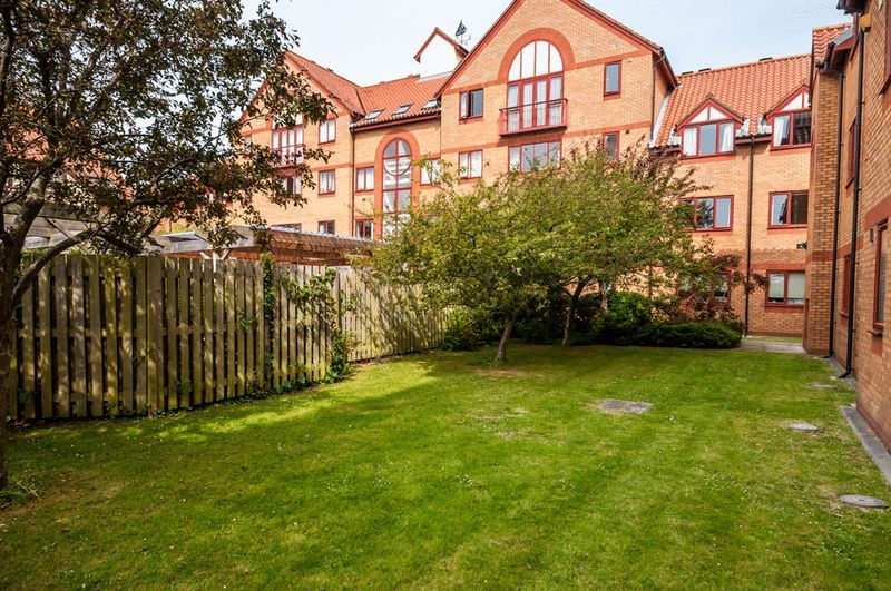 3 bed flat for sale in Cumberland Close  - Property Image 14