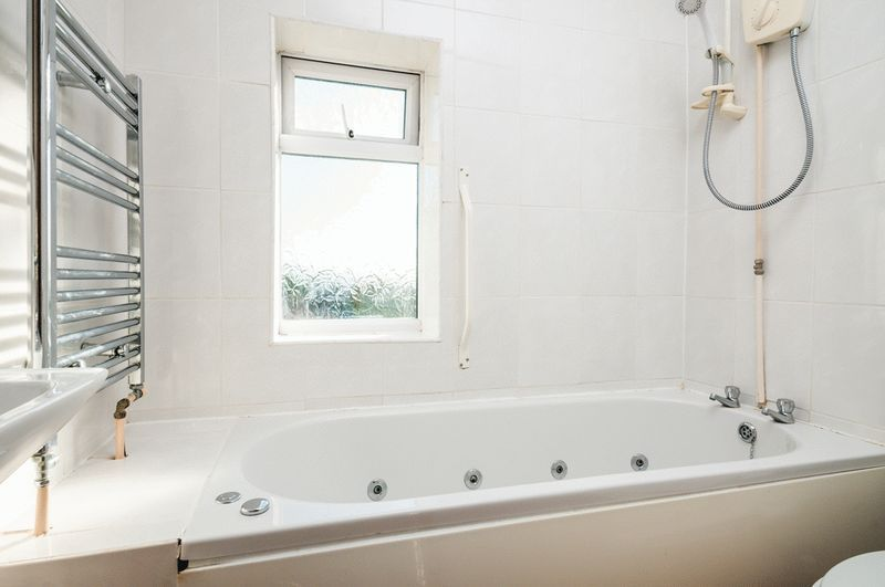 3 bed house for sale in Camborne Road  - Property Image 5