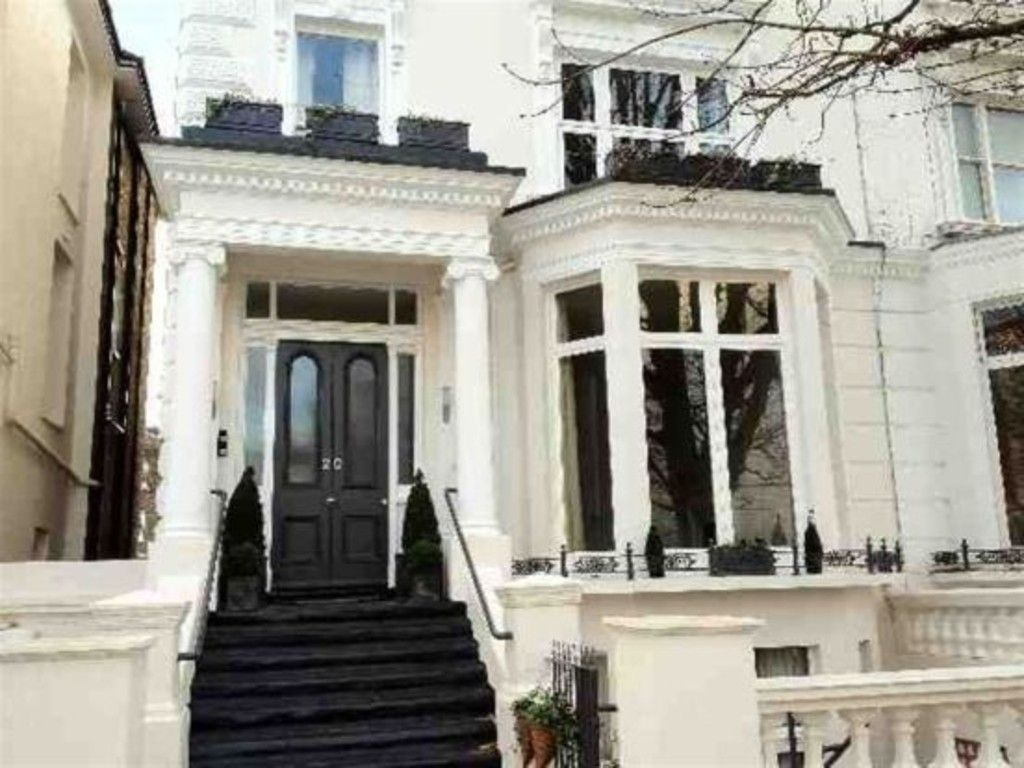 4 bed flat to rent in Belsize Square, NW3