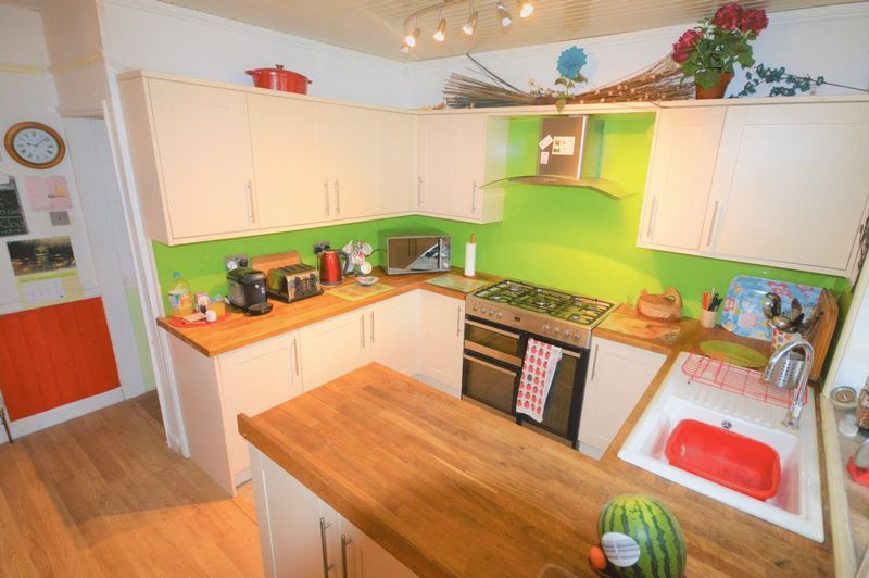 3 bed house for sale in Yeovil  - Property Image 5