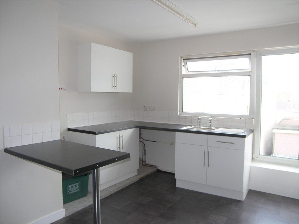 1 bed flat to rent in Queen Street, Neath  - Property Image 3