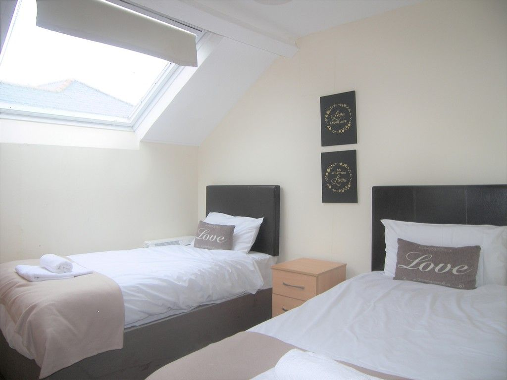 2 bed flat to rent  - Property Image 5