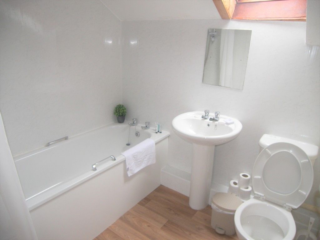 2 bed flat to rent  - Property Image 7
