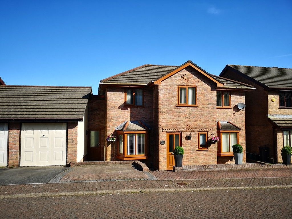 4 bed house for sale in Clos Caegwenith, Tonna, Neath  - Property Image 1
