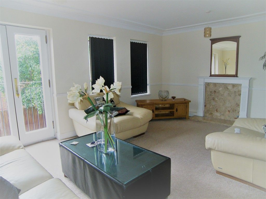 5 bed house to rent  - Property Image 2